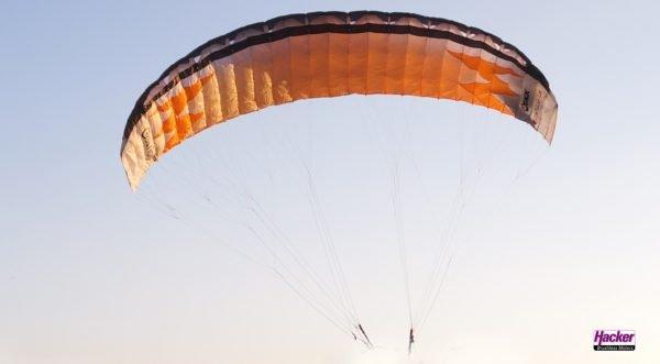 Dudek Nucleon 1.5 RC-Paraglider orange and black paraglider in flight