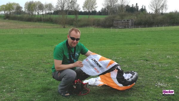 Dudek Nucleon 1.5 RC-Paraglider pilot getting ready to start